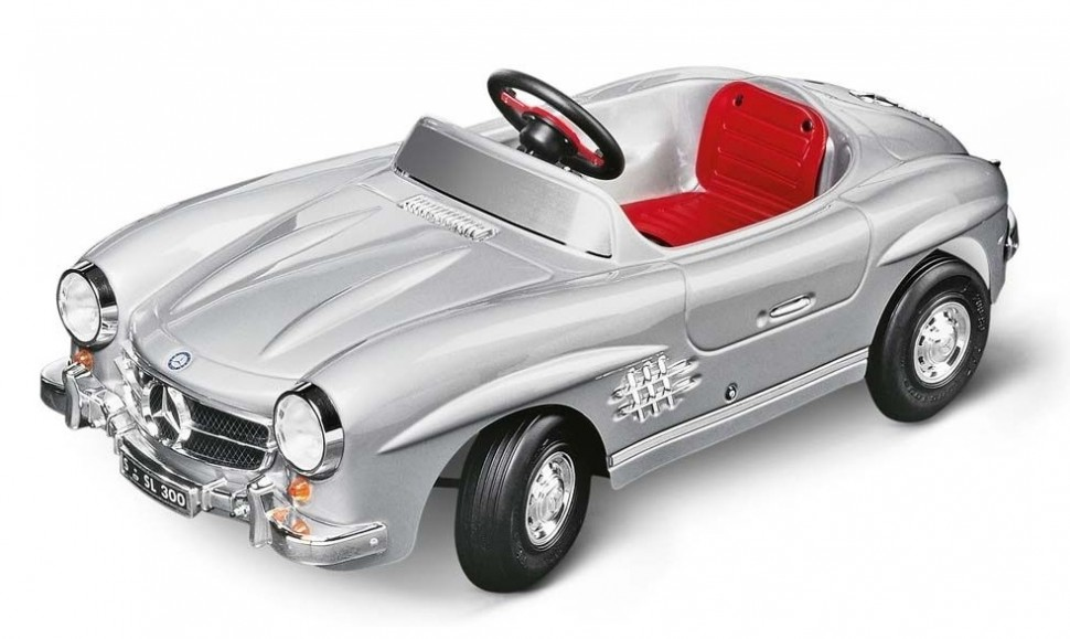Toys toys mercedes pedal cars for Mercedes benz pedal car
