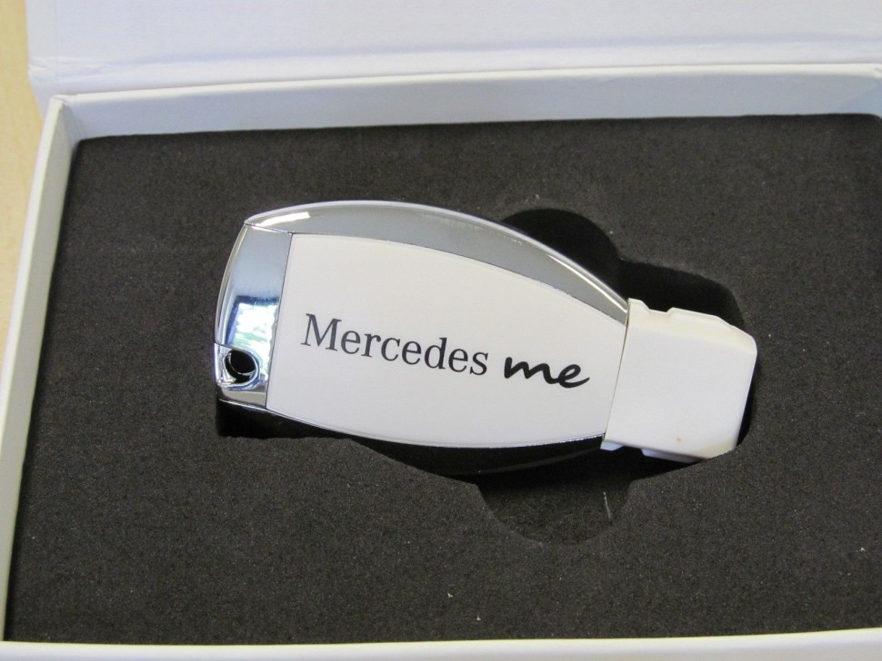 Mercedes Benz 2015 White Chrome Usb Memory Stick 8 Gb Key